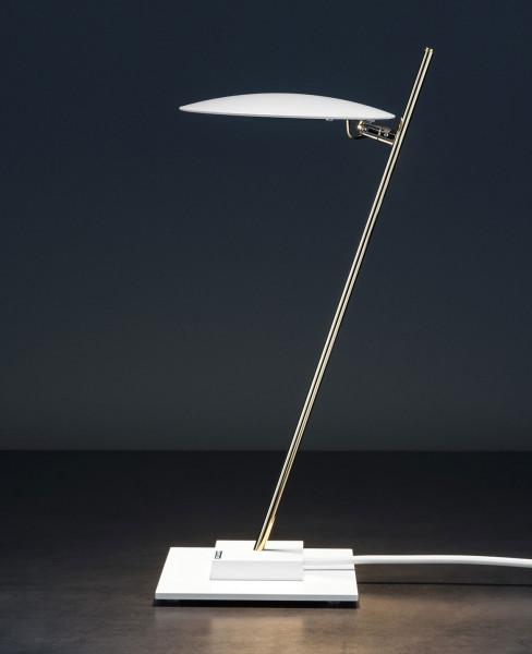 LED Tischleuchte LEDERAM T1 von Catellani & Smith - hier die Variante LT16 mit Reflektorscheibe Weiß, Leuchtenstange Satiniert, Leuchtenbasis und Kabel Weiß