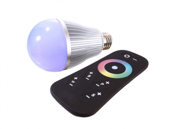 RGB-W illuminant / light bulb with E27 thread and radio remote control. Red, green, blue and white can be controlled separately.