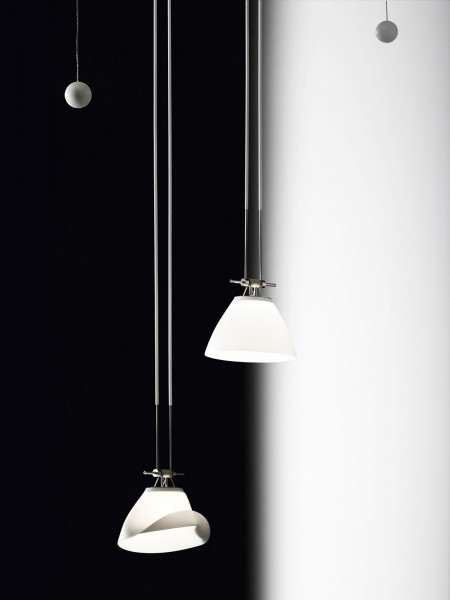 Lamp ELEMENT 14 from the cable system YaYaHo by Ingo Maurer. Picture shows 2 lights. In the scope of supply is however only one light