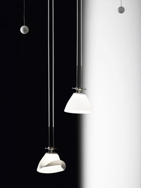 Leuchte ELEMENT 14 aus dem Seilsystem YaYaHo von Ingo Maurer. Bild zeigt 2 Leuchten. Im Lieferumfang ist aber nur eine Leuchte