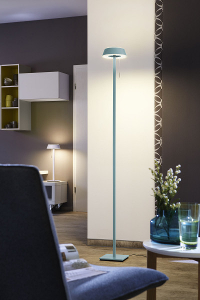 LED floor lamp GLANCE in the straight version with pull switch from Oligo - here in aquamarine finish