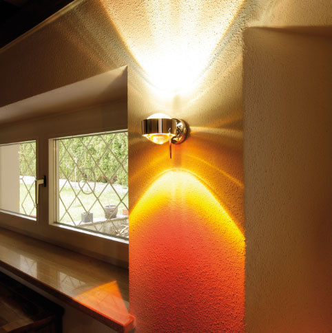 LED Wandleuchte PUK WALL + von Top-Light - beispielhaft bestückt mit 2 Linsen und einem Farbfilter rot in der Oberfläche chrom