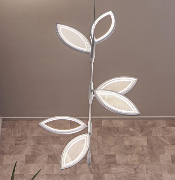 Lichtobjekt FLAVIA von Oligo mit den drei Blatteinheiten: oben 1x offen / 1x geschlossen; mitte 2x geschlossen; unten 1x offen / 1x geschlossen