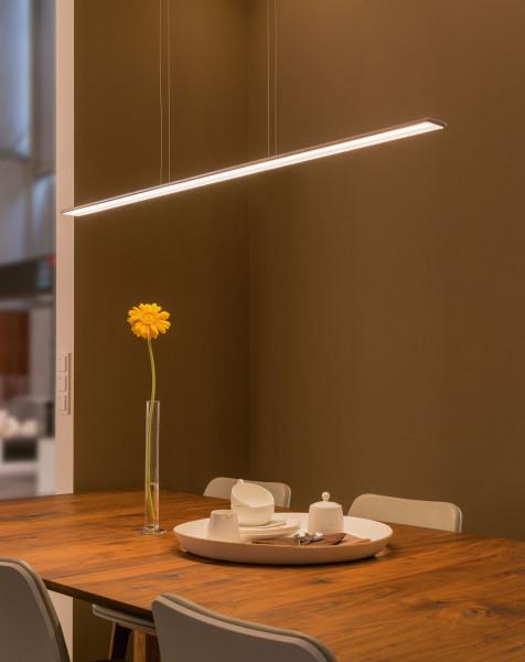 LED Pendelleuchte Horizon von Bruck. Lieferbar in in den beiden Längen 120 und 160cm mit den Oberflächen chrom und aluminium eloxiert