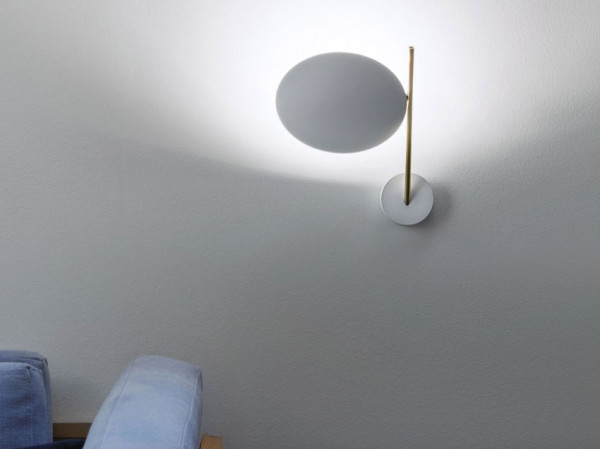Wall lamp Lederam WB1 by Catellani & Smith in design LWB15: white reflector plate, gold luminaire arm, wall mounting white