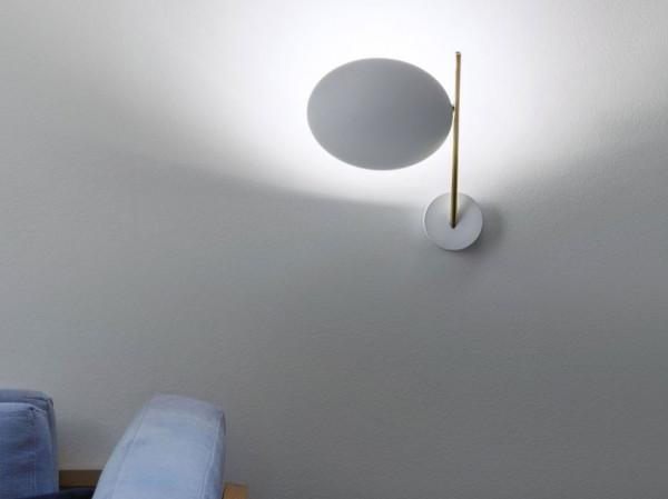 Wandleuchte Lederam WB1 von Catellani & Smith in Ausführung LWB15: Reflektorscheibe weiß, Leuchtenarm gold, Wandbefestigung weiß